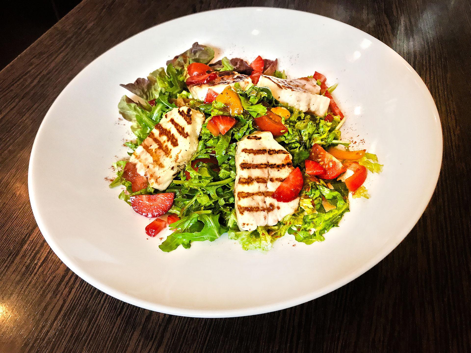 Salat mit Haloumi